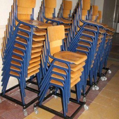 เก้าอี้โรงเรียนไม้อัดโบราณ