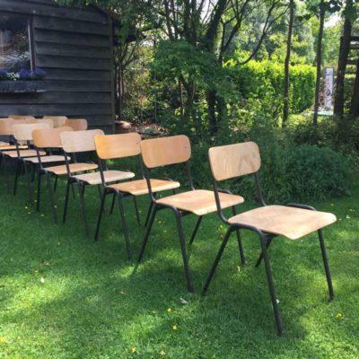 stapelbare bruine kantine stoelen vintage retro _GoodStuffFactory