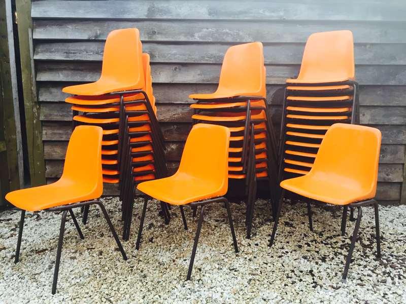 Simple tubax maakte destijds ook stoelen met plastic for Plastic kuipstoel tuin