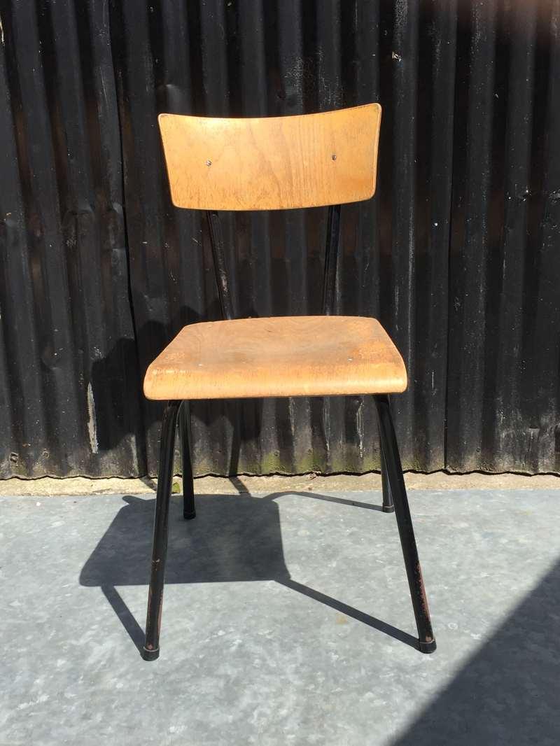 Zwarte vintage stoelen ook per stuk te koop the good for Vintage stoelen
