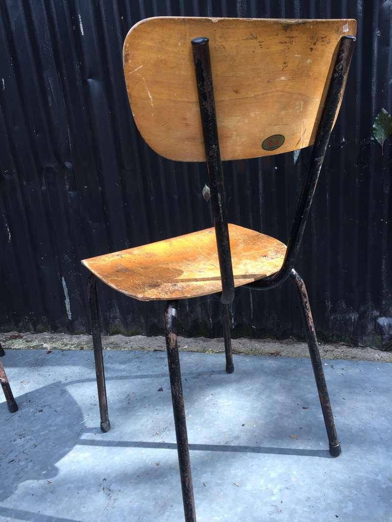 Setje van zwarte vintage stoelen met mooi patine the for Vintage stoelen