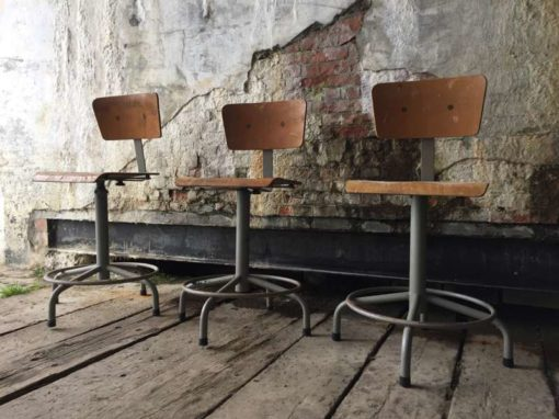 Set van industriële krukken the good stuff factory