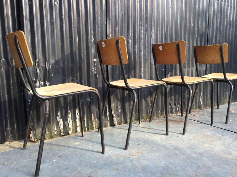 Industriele Stoelen Partij.Partij Zwarte Vintage Stoelen Topper The Good Stuff Factory