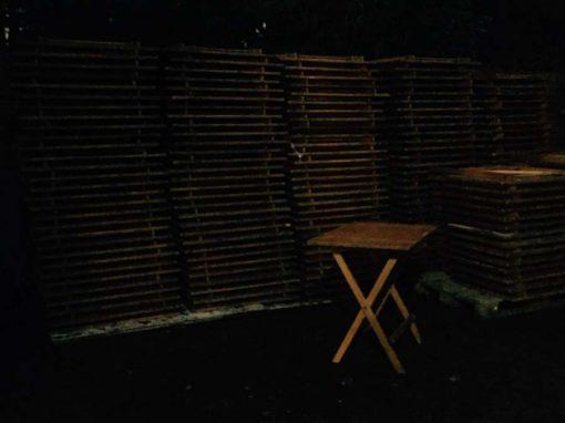 ซ้อนโต๊ะพับไม้โต๊ะพับโต๊ะอุตสาหกรรมบาริสต้าบราสเซอรี่ร้านกาแฟเหล้าองุ่น retro_GoodStuffFactory