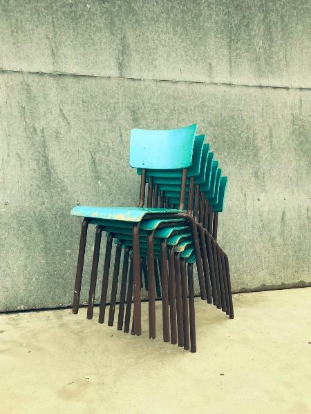 gekleurde vintage tubax stoelen_thegoodstufffactory_be
