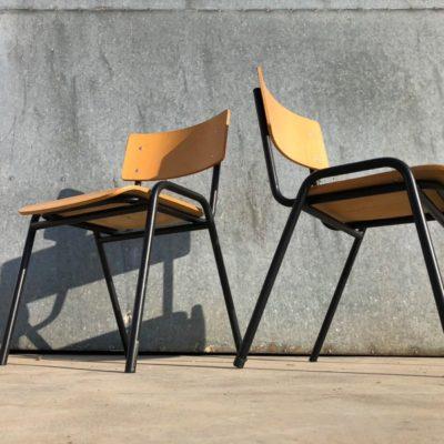 zwarte kantine stoel vintage industrial_thegoodstufffactory_be