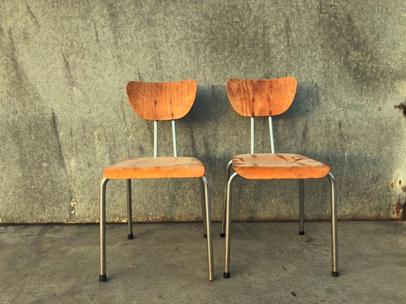 Stoer Industriele Eetkamerstoelen : Stoere industriële stoelen met verfijnde vormen 2 beschikbaar