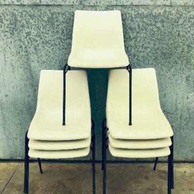 chaises cantine BEIGE WIT horeca terras_thegoodstufffactory_be