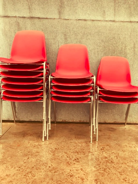 chaises cantine red rood rouge vintage retro_thegoodstufffactory_be