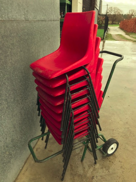 chaises cantine red rood rouge terras terasse exterieur interieur interiör_thegoodstufffactory_be