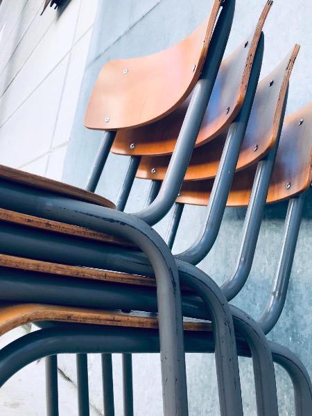 chaises stuhl stolar stoelen vintage retro horeca kantine cantine_thegoodstufffactory_be