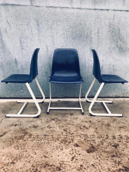 blauwe vintage polyprop kantinestoel stolar skolstolar design interior stoel stuhl chaise_thegoodstufffactory_be