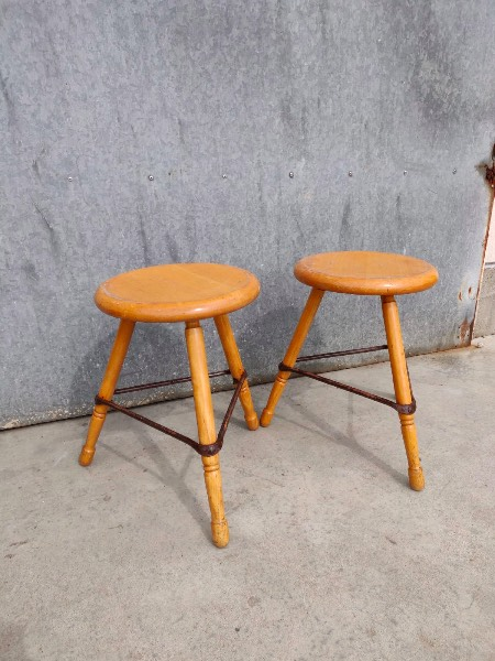 industrial antiques wooden stools_thegoodstufffactory_be