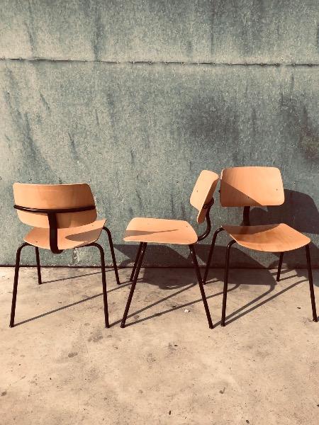 zwarte stoelen design frisO hygge_thegoodstufffactory_Be