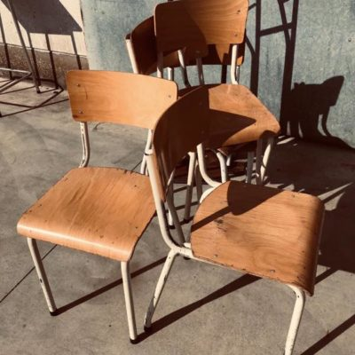 witte white blanc chaises retro canteens vintage industrial antiques seventies_thegoodstufffactory_Be