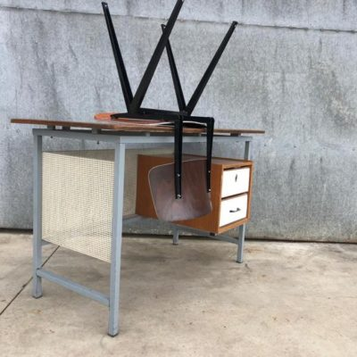METAL shaped industrial desk bureau vintage retro sixties_thegoodstufffactory_Be