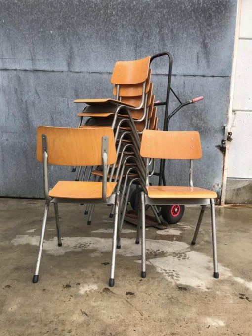 VINTAGE cantine industriale stolar chaises horeca_thegoodstufffactory