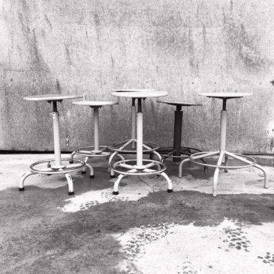 kruk stool tabouret bar cafe horeca vintage retro ostalgie seventies horeca taverne_thegoodstufffactory_be