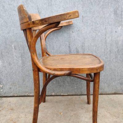 คาเฟ่บาร์บาริสต้าโรงอาหารวินเทจคาเฟ่การต้อนรับการตกแต่งภายในย้อนยุค stolar เก้าอี้อุตสาหกรรม antiques_thegoodstufffactory_be