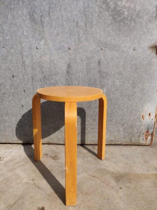 ARTEK krukjes tabourets krukken stool canteen bar barista vintage industrial antiques_thegoodstufffactory_be