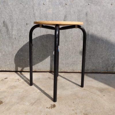 zwarte krukjes tabourets krukken stool canteen bar barista vintage industrial antiques_thegoodstufffactory_be