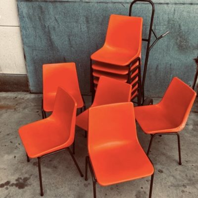 ORANJE ORANGE STOELEN INDUSTRIAL VINTAGE RETRO ANTIQUES OSTALGIE_THEGOODSTUFFFACTOR_be