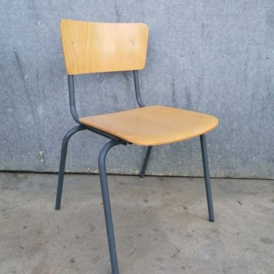 canteens CHAIR CHAISE INDUSTRIAL VINTAGE RETRO ANTIQUES OSTALGIE_THEGOODSTUFFFACTOR_be