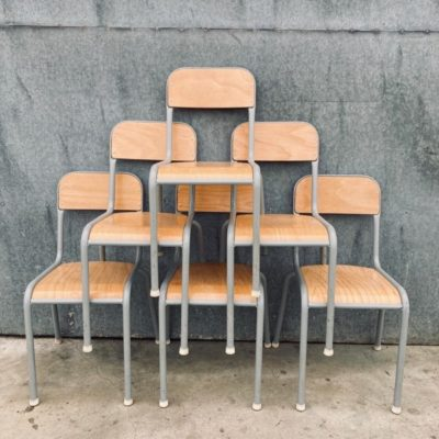 chaises de cantine grises cantines INDUSTRIAL VINTAGE RETRO ANTIQUES OSTALGIE_THEGOODSTUFFFACTOR_be