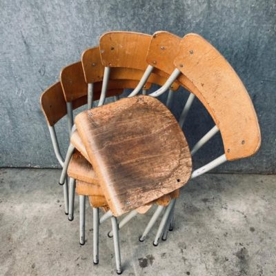 chaises de cantine grises CANTEEN OLDSCHOOL CANTEEN cantine restauration Retro sixties vintage ostalgie var barista cafe_thegoodstufffactory_Be